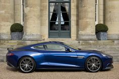 Eine Offenbarung unter den Cabrios könnte der Aston Martin Vanquish Volante (hier in der geschlossenen Version) werden. Angetrieben von einem Sechsliter-V12 mit 573 PS, dürfte das Haupthaar hier ganz schön in Wallungen geraten. Verzögert wird mit Karbon-Keramik-Bremsscheiben.