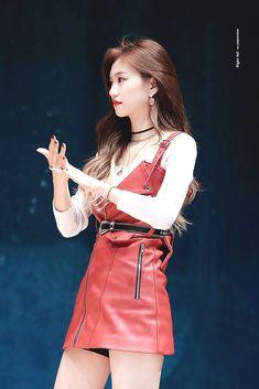 Waist Skirt, High Waisted Skirt, Kim Doyeon, Kpop Girls, Denim Skirt, Mini Skirts, Angel, Style, Fashion