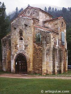 San Miguel de Lillo church in Oviedo - Asturias, Spain Architecture Romane, Romanesque Architecture, Church Architecture, Historical Architecture, Beautiful Architecture, Pre Romanesque, Architecture Religieuse, Asturias Spain, Cathedral Church