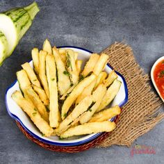 Why not try out this delicous keto zucchini fries recipe! It's very low in carbs and a tasty alternative to potato fries on keto! Low Carb Dinner Recipes, Easy Soup Recipes, Snack Recipes, Healthy Recipes, Keto Dinner, Appetizer Recipes, Bread Recipes, Diet Recipes, Cake Recipes