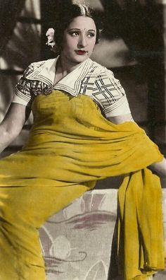 A Retro Postcard Actress?  Love the blouse!