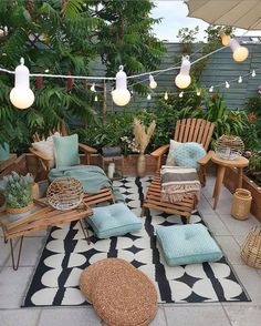 Cozy nature-filled outdoor patio area with string lights - Modern Design Backyard Patio Designs, Patio Ideas, Cozy Backyard, Garden Ideas, Diy Patio, Wood Patio, Oasis Backyard, Patio Chairs, Room Colors