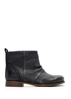 Leather ankle boot. mango