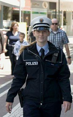 Echte Polizeibeamtin