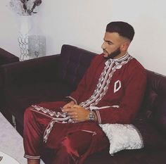 Arabic Dress, Girly Pictures, Raining Men, Cute Guys, Physique, Sexy Men, Handsome, Hairstyle, Mens Fashion