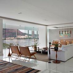 Cada projeto é único para a gente! Acabamos de entregar esse apartamento na Av. Rui Barbosa. Com vista deslumbrante para Baía de Guanabara, o Pão de Açúcar e Morro da Urca, o imóvel é super claro e elegante. As fotos já estão no nosso site: www.sadalagomide.com.br!