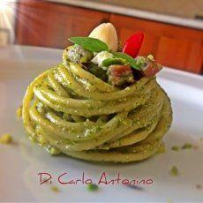 Spaghetti con mandorle, basilico, speak, Philadelphia e pistacchio, la ricetta di Antonino Di Carlo