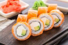 6 maki recipes for all sushi lovers Gimbap Recipe, Gourmet Recipes, Whole Food Recipes, Recipes Dinner, Sushi Roll Recipes, Whole Foods, Sushi Party, Good Food, Yummy Food
