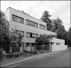 Josef Gočár @ House Kytlica [1932-1933] | BaBa # 31 Bauhaus, Amsterdam, Vintage Architecture, Constructivism, Facade House, White Houses, Pool Houses, Art Deco, Entrance
