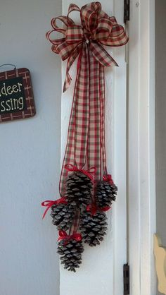 26 DIY Christmas Pine Cone Crafts To Add Extra Charm To Holidays – Crochetforn. - Diy & Crafts - 26 DIY Christmas Pine Cone Crafts To Add Extra Charm To Holidays – Crochetfornov… – christmas - Christmas Pine Cones, Diy Christmas Ornaments, Rustic Christmas, Christmas Projects, Christmas Fun, Holiday Crafts, Christmas Wreaths, Pinecone Christmas Crafts, Pinecone Ornaments