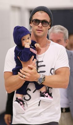 Chris Hemsworth and his daughter. There's nothing more attractive than a man who loves his child!