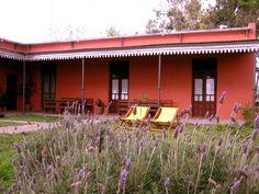 Resultado de imagen para casas de campo con galerias Exterior House Colors, Exterior Paint, Southwest Style, Moorish, Cottage Homes, Residential Architecture, House Design, Outdoor Decor, Home Decor