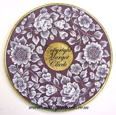 Wooden plate with MUD flowers everywhere on the surface. Edges and center done in metal leafing. Lace Painting, China Painting, Texture Painting, Brush Embroidery, Embroidery Ideas, Painted Ornaments, Beaded Ornaments, Piping Patterns, Wildflower Drawing