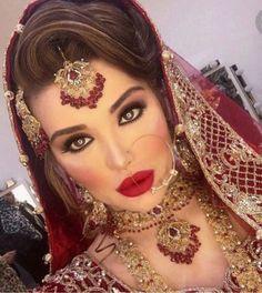 How to Select the Best Modern Saree for You? Asian Bridal Hair, Pakistani Bridal Makeup, Indian Wedding Makeup, Asian Bridal Makeup, Indian Bridal Hairstyles, Indian Makeup, Pakistani Wedding Dresses, Bridal Hair And Makeup, Indian Beauty