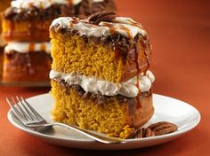 Praline-Pumpkin Cake / Betty Crocker Cake mix and purchased frosting pair up with some extras to create a scrumptious pumpkin and praline indulgence. Brownie Desserts, Oreo Dessert, Mini Desserts, Pudding Desserts, Coconut Dessert, Pumpkin Dessert, Just Desserts, Delicious Desserts, Dessert Recipes