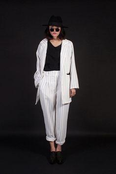 สตรีทแฟชั่น เซ็ท เสื้อ blazer ทรง boyfriend กับกางเกง ลายทางขาวดำ :: Street Fashion Outfits & Authentic Vintage [เสื้อผ้าสตรีทแฟชั่่น เดรสวินเทจพรีเมี่ยม]