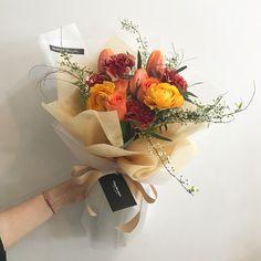 . 카네이션 꽃다발도 제작 가능해요~ 청주에서 특별한 카네이션상품을 원하신다면 채희수플라워로 오세요~ 꽃다발은 작업시간이 걸려서 미리 예약해주시면 바로 픽업가능해요~ #채희수플라워카네이션 . . . .  꽃. ,  눈뜨다. . . 채희수플라워 ⏱ 월-토 : 10시-8시 / 일 : 10시-6시  플라워레슨, 하우스웨딩 문의  043.254.4300 . . . . #채희수플라워 #카네이션 #어버이날카네이션 #어버이날 #꽃다발 #꽃바구니 #드라이플라워 #청주대꽃집 #플라워레슨 #꽃 #청주 #청주꽃집 #청주시내 #꽃집 #청주예쁜꽃집 #청주꽃집채희수플라워 #청주시내꽃집 #청주꽃선물 #청주꽃 #예쁜꽃집 #청주꽃집추천 #flower #dryflower #flowerlesson #flowerbasket #flowerstagram #floraldesign #flowershop . .