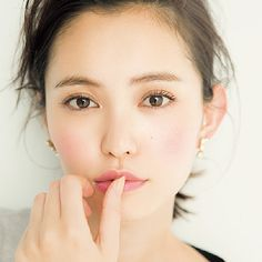 wedding makeup asian The thick eyebrows trend that has been popular several years ago. Apparently this year, its going down a little This time, I analyzed the change of such makeup! Japanese Makeup, Japanese Beauty, Asian Beauty, Japanese Eyes, Japanese Fashion, Asian Makeup, Eye Makeup, Hair Makeup, Eyebrow Trends