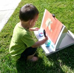 How To Make: Pizza Box Easel - Munchkins and Moms