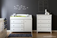 The transitional-style Cotton Candy collection stands out for its versatility and simplicity and features an assortment of drawers and shelves to store all your items. This collection's changing tables will continue to be useful when your child is older: thanks to their removable tops, they can be turned into chests in no time. Notice how the collection's elegance is reflected in its timeless finish and porcelain handles.