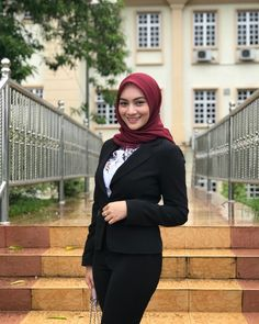 --- just for fun --- numpang lewat. Hijabi Girl, Girl Hijab, Muslim Fashion, Hijab Fashion, Women's Fashion, Beautiful Hijab Girl, Hijab Chic, Sexy Jeans, Muslim Women