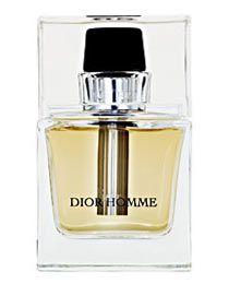 Dior Homme. Um perfume verdadeiramente rara para Homem  Sugere sofisticação e exclusividade  Abre com uma mistura perfeita  Uma explosão adocicada de íris, cacau e âmbar  Fades into slightly powdery floral scent with a mere hint of lavender  A woody finish of vetiver & patchouli