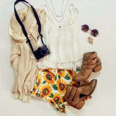 How to Chic: SUNFLOWER SHORTS - OUTFIT SET