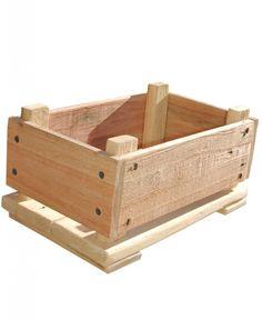 """""""Cajón KID"""" DIY para ser montado por niñ@S a partir de 6 años bajo la supervisión de un adulto. El KIT incluye: +12 tablas de madera de palet reciclada con un acabado protector eco, de distintos tamaños, con su marca correspondiente / +  Tornillos / + Explicaciones del montaje y recomendaciones sobre los distintos tipos de acabado naturales extra que le puedes aplicar al cajoncillo / +1 Bolsa de tela de algodón o arpillera estampada en serigrafía y realizada artesanalmente."""