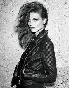 A new wave of punk with a rebel edge rocked this month's issue of Vogue Paris. With the spotlight on Safety Pin earrings, spikes and studs, wear in a pair or mix and match for a Made in London feel that's bang on trend for Fall/Winter Vogue Paris, Catherine Mcneil, Rocker Chick, Rocker Style, Festival Looks, Punk Fashion, Leather Fashion, Fashion Models, Style Rock