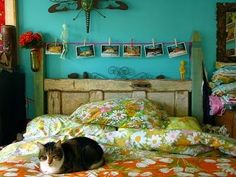 If I ever get a guest bedroom it will look somewhat like this... and it will make me happy.  :)