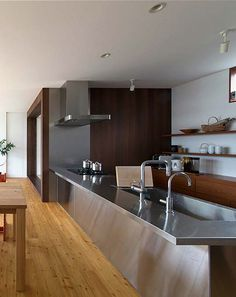 グラッド45|システムキッチンの通販|サンワカンパニー Stainless Kitchen, Stainless Steel, Japanese Kitchen, Style Guides, Conference Room, Kitchen Cabinets, Interior, Table, Furniture
