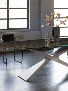 Неподвижный стол с основанием Baydur® или матовым бетоном, также доступен в двухцветной версии. Верх из стекла, хрусталя или твердой древесины. #итальянскаямебель #мебель #дизайн #дизайнинтерьера #интерьер #architecture #bauartdesign #bauartspb #designspb #spb #купитьмебель #мебельиталии #мебельназаказ #итальянскийдизайн #распродажамебели #arredolusso #представитель_фабрик #мебельизиталии #артмобили #artmobili #представительство #итальянскаякухня #спальня #антикварнаямебель #винтаж… Dining Table, Furniture, Home Decor, Decoration Home, Room Decor, Dinner Table, Home Furnishings, Dining Room Table, Home Interior Design