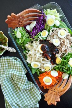 An easy chicken salad mixed with a very savory sauce that makes this healthy appetizer as colorful as a delightful rainbow! Get the recipe now! Milk Recipes, Kitchen Recipes, Sweets Recipes, Desserts, Rainbow Chicken, Healthy Living Recipes, Easy Family Meals, Simple Meals, Food Website