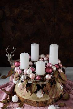 DIY: Moderner Adventskranz in der Gugelhupfform – Gugel-Glück Christmas Time, Christmas Crafts, Christmas Decorations, Xmas, Table Decorations, Holiday Decor, Decor Crafts, Diy And Crafts, Home Decor