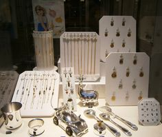 Pour les Baptêmes, grand choix de médailles, chaînes et gourmettes en or, à voir en ce moment à la Bijouterie DUPRILOT. #Bébés #Baptêmes #Boutique #Bourgogne