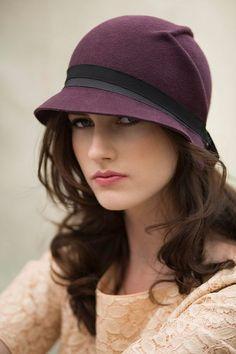 The Arrow Cloche Hat Wool Felt Handmade Hat par MaggieMowbrayHats, Fancy Hats, Cute Hats, Sombreros Cloche, Cloche Hats, Headdress, Headpiece, Glamour Fashion, Stylish Hats, Felt Hat