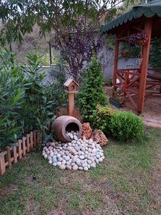28 stunning spring garden ideas for front yard and backyard landscaping 00023 - Landschaftsbau Courtyard Landscaping, Small Backyard Landscaping, Landscaping With Rocks, Landscaping Ideas, Mailbox Landscaping, Mulch Landscaping, Patio Ideas, Patio Fence, Sloped Backyard