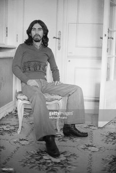 GREAT PICTURE OF GEORGE HARRISON.......WE ALL MISS YOU GEORGE AND WISH YOU WERE HERE WITH US......LOVE ALWAYS GEORGE....R.I.P