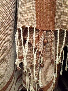 Novos xales para decorar o sofá feito a mão. Mede 1,20 x 1,80 -> R$89,00.  No nosso site - www.sacariasantoandre.com.br