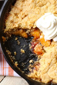 Skillet Sugar Cookie Peach Cobbler...a deliciously sweet peach cobbler topped…
