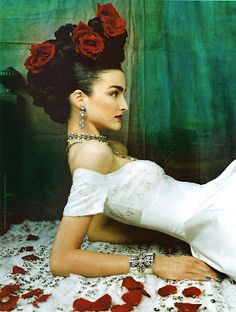 iheartprincesses: A Frida Kahlo-inspired ad for Reem Acra bridal couture. Frida Y Diego Rivera, Headdress, Headpiece, Selma Hayek, Frida Art, Foto Fashion, Mode Boho, Her Hair, Editorial Fashion