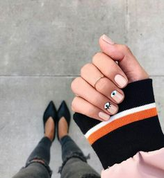 Opting for bright colours or intricate nail art isn't a must anymore. This year, nude nail designs are becoming a trend. Here are some nude nail designs. Nude Nails, Acrylic Nails, Gel Nails, Manicures, Minimalist Nails, Evil Eye Nails, Uñas Diy, Nailart, Long Nails