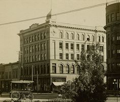 deLendrecie's building in 1909