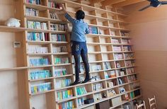 Libreria estructural: japanese architect designs home with m. Bookshelf Room Divider, Floor To Ceiling Bookshelves, Bookshelf Organization, Bookshelves Built In, Bookshelf Design, Bookcases, Bookshelf Ideas, Ladder Bookcase, Library Ladder