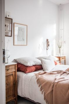 10 Romantic Bedroom Ideas for Couples in Love - there's no place like home - Bedroom Decor Farmhouse Bedroom Decor, Shabby Chic Bedrooms, Home Decor Bedroom, Bedroom Ideas, Bedroom Furniture, Fall Bedroom, Diy Bedroom, Bedroom Inspiration, Cheap Furniture