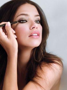 Adriana Lima's Smokey Eyes