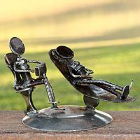 Shop for Handmade Rustic Psychotherapist Iron Statuette (Mexico). Get free delivery On EVERYTHING* Overstock - Your Online Home Decor Outlet Store! Welding Crafts, Welding Art Projects, Metal Welding, Welding Gear, Rustic Art, Junk Art, Online Art Gallery, Art Pictures, Photos