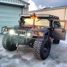 H1 Note: light bar, exoskeleton, wench placement Hummer Cars, Hummer Truck, Hummer H3, Cool Trucks, Big Trucks, Offroad, Automobile, Expedition Trailer, Bug Out Vehicle