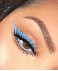 Blue Liner Prance Creme Gel Liner Bundle Related posts: Grey and blue Make-up-Tutorial für blaue Augen # eyes 13 Great Blue Eyeshadow Looks That Make You Charming! Makeup Eye Looks, Eye Makeup Art, Blue Eye Makeup, Hooded Eye Makeup, Eye Makeup Tips, Cute Makeup, Glam Makeup, Skin Makeup, Eyeshadow Makeup