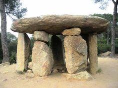 Dolmen Vallgorguina - La Pedra Gentil
